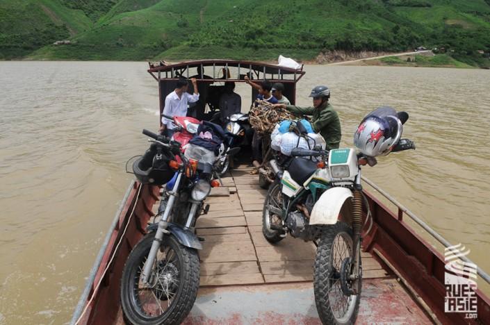 voyage à moto dans les montagnes du nord Vietnam